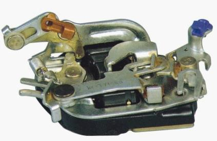 69320-37040 LOCK LATCH