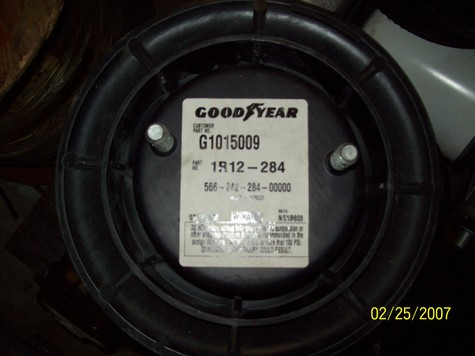 4 GOODYEAR AND 2 FIRESTONE AIRBAGS BRAND NEW