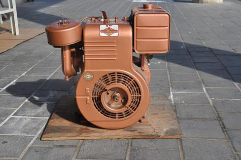 New Old Stock 9HP Briggs & Stratton engine + gear box