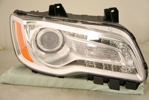 2013 Chrysler 300 Headlight Passenger Side